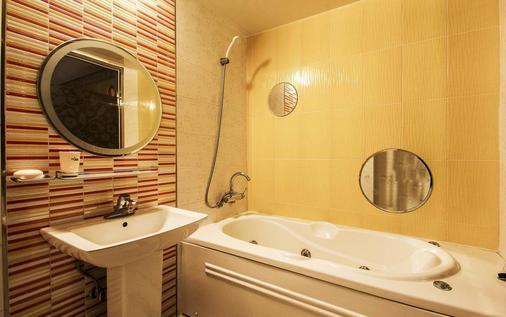 Hotel Won - Busan - Bathroom