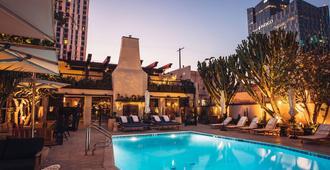 هوتل فيجويروا - لوس أنجلوس - حوض السباحة