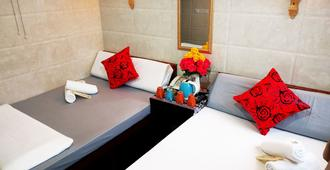 Dhillon Hotel - Hong Kong - Bedroom