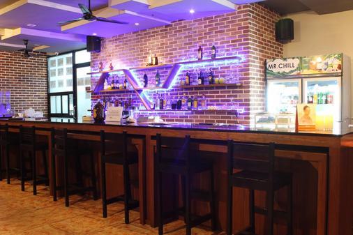 Red Planet Phuket Patong - Bãi biển Patong - Bar
