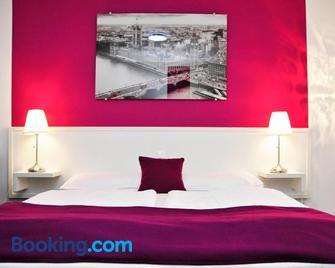 Hotel zum Brunnen - Friedberg (Bavaria) - Slaapkamer