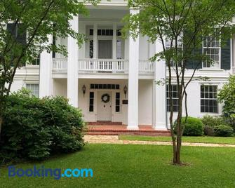 The Montgomery B&B - Starkville - Building