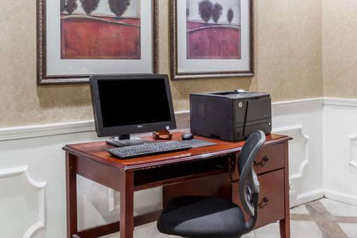 Baymont Inn and Suites Hickory - Hickory - Business centre