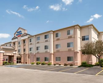 Fairfield Inn & Suites Toledo Maumee - Maumee - Building