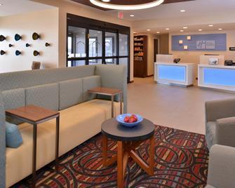 Holiday Inn Express & Suites Lonoke, An Ihg Hotel - Lonoke - Лоббі