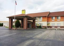 Economy Inn - Seymour - Building