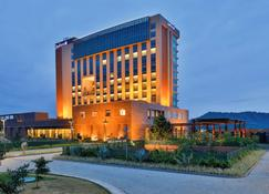 Radisson Blu Hotel Guwahati - Guwahati - Building
