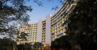 Lakeside Chalet, Mumbai - Marriott Executive Apartments - Bombay - Edificio