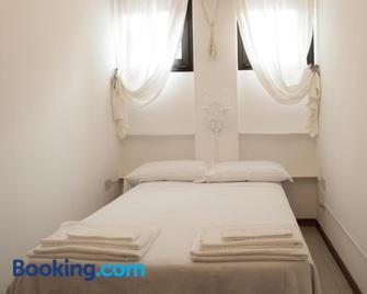 Appartamenti Le Mongolfiere - Male - Bedroom