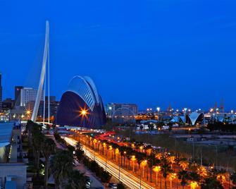 Holiday Inn Express Valencia Ciudad de las Ciencias - Valencia - Vista del exterior