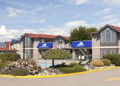 Days Inn by Wyndham Kelowna - Kelowna - Edificio