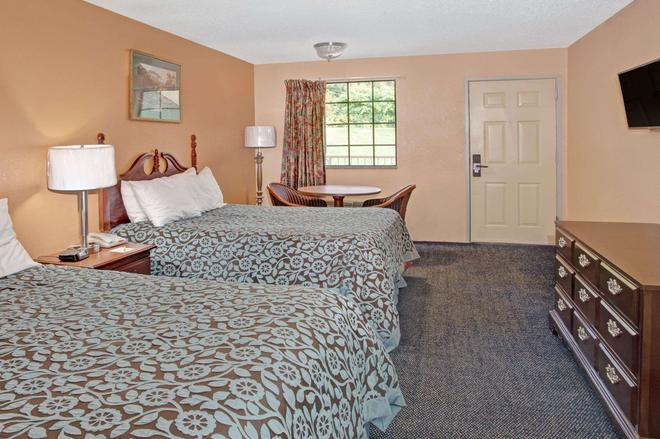 Days Inn by Wyndham Marietta White Water - Marietta - Bedroom