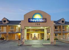 Days Inn by Wyndham Marietta White Water - Marietta - Edificio