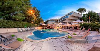 聖彼得深紅酒店 - 羅馬 - 羅馬 - 游泳池