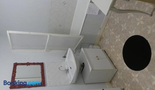Hôtel Duguesclin - La Haye-Pesnel - Bathroom