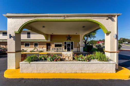 拉克蘭空軍基地羅德威酒店 - 海洋世界 - 聖安東尼奥 - 聖安東尼奧 - 建築
