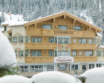 Hotel Alpenjuwel Jäger - Tux-Vorderlanersbach - Gebäude