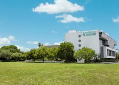 Sawgrass Grand Hotel And Suites Sports Complex - Sunrise - Building