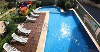 هوتل سانتو جرال - آباريسيدا - حوض السباحة