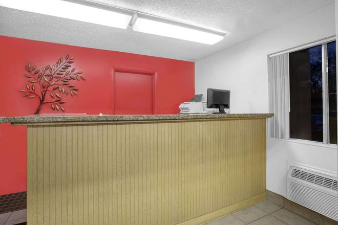 Days Inn by Wyndham Elko - Elko - Front desk