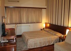ホテル センター - スコピエ - 寝室