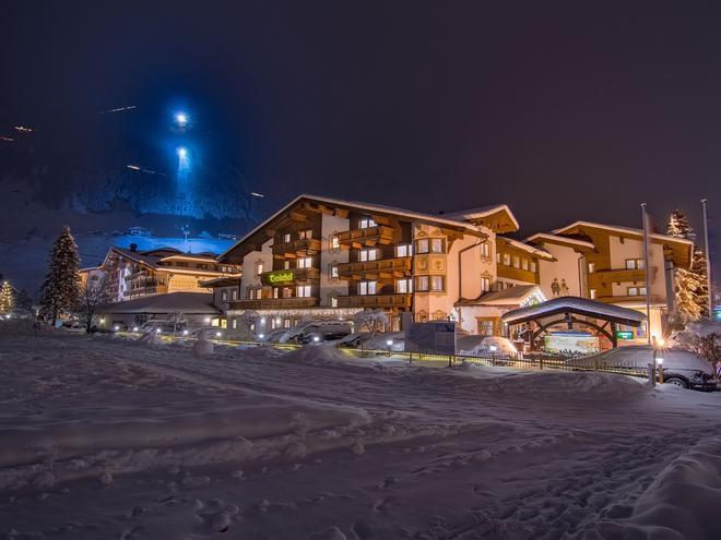 Alpenhotel Tirolerhof - Neustift im Stubaital - Rakennus