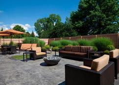 Courtyard by Marriott Ithaca Airport/University - Ithaca - Patio
