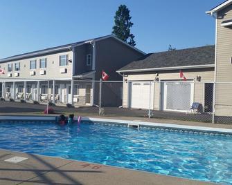 Fox Motor Inn - Napanee - Pool