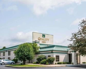 Quality Inn - Rochester - Building