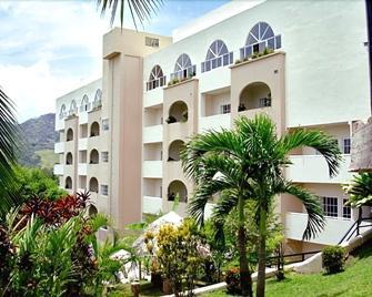 Hotel Las Cumbres & Water Park - Panama City - Building
