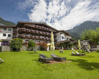 Hotel-Pension Rotspitz - Maurach - Building