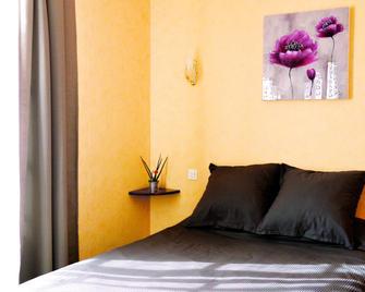 Hôtel de la poste - Falaise - Bedroom