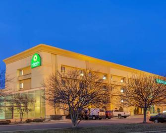 La Quinta Inn & Suites by Wyndham Chicago Tinley Park - Tinley Park - Building