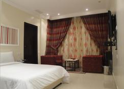 Marina Royal Hotel Suites - Эль-Кувейт - Спальня