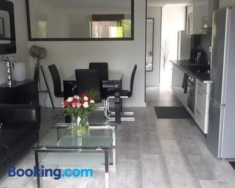 Charmant studio neuf de 40m2 / tout confort - Arques-la-Bataille - Living room