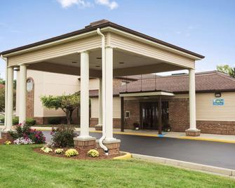 Days Inn by Wyndham Middletown - Franklin - Gebäude