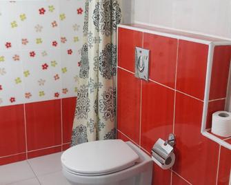 الأجنحة العربية - عمّان - حمام