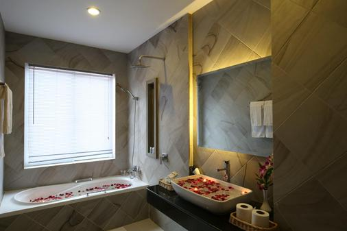 Holy Angkor Hotel - Siem Reap - Bathroom