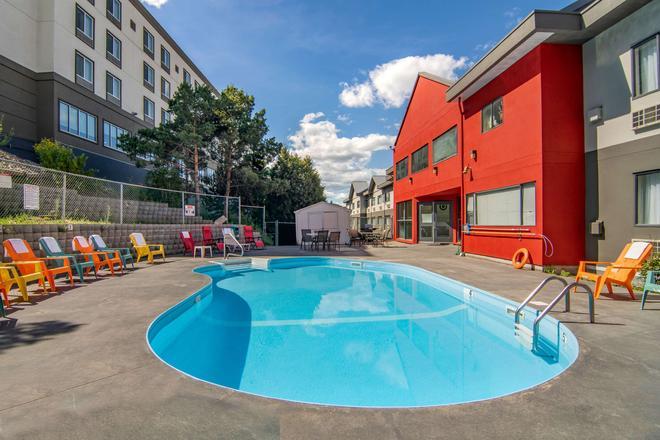 Quality Inn - Kamloops - Pool