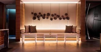 JW Marriott Hotel New Delhi Aerocity - New Delhi - Bathroom