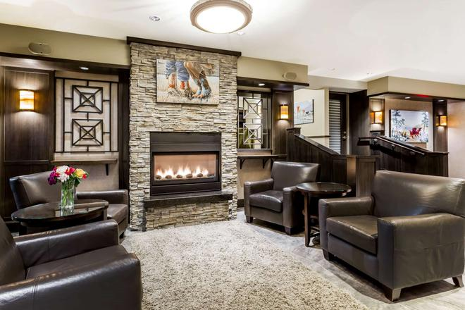 Ramada by Wyndham Penticton Hotel & Suites - Penticton - Lounge