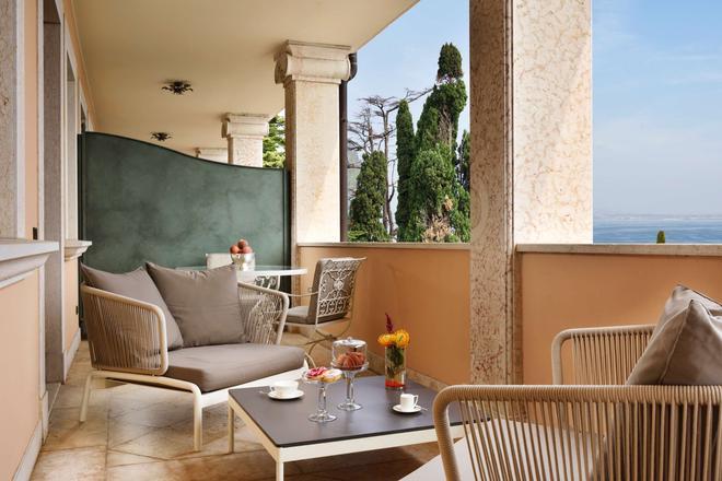 科提內宮殿別墅酒店 - 西米歐涅 - 西爾米奧奈 - 陽台