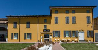 Hotel Forlanini 52 - Parma - Edificio
