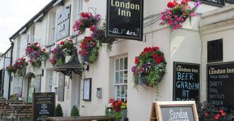 London Inn - צ'לטנהאם - בניין