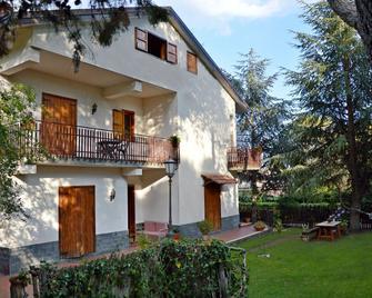 Villa Caterina - Nicolosi - Edificio