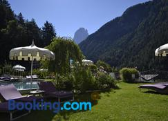 Alpin Garden Wellness Resort - Ortisei - Building