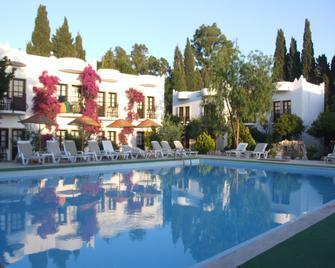 Safir Hotel - Bitez - Pool