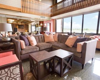 Drury Inn & Suites Jackson, MO - Jackson - Вітальня
