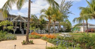 Sea Breeze Beach Hotel - Oistins