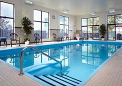 Quality Inn & Suites Brossard - Brossard - Pool